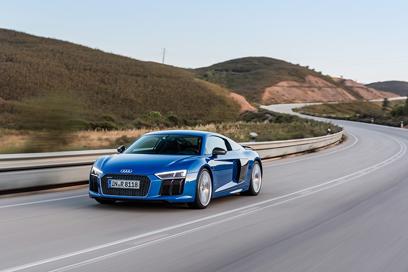 AUDI R8 V10 supercar test drives through the stunning algarve