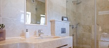 villa-bathroom-2