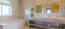 villa-bathroom
